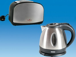 Low Wattage Chrome Kettle & Chrome Toaster Package